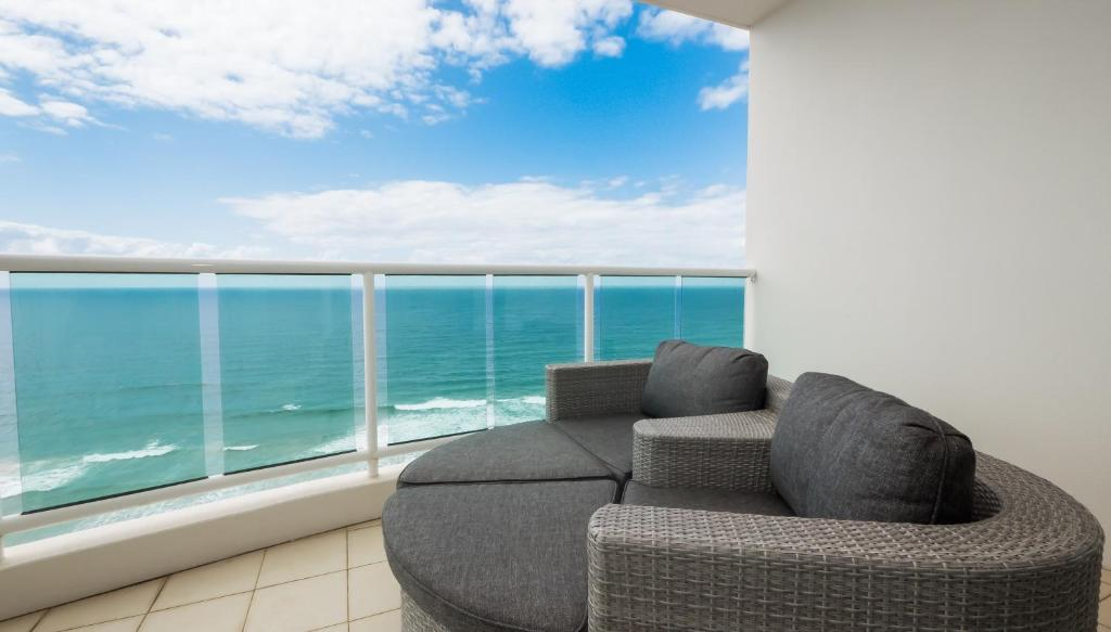 Uma varanda ou terraço em Pacific Views Resort