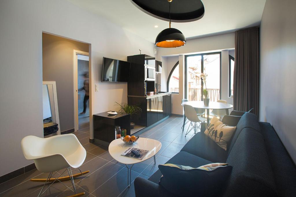 les fleurines appart 39 hotel r servation gratuite sur viamichelin. Black Bedroom Furniture Sets. Home Design Ideas