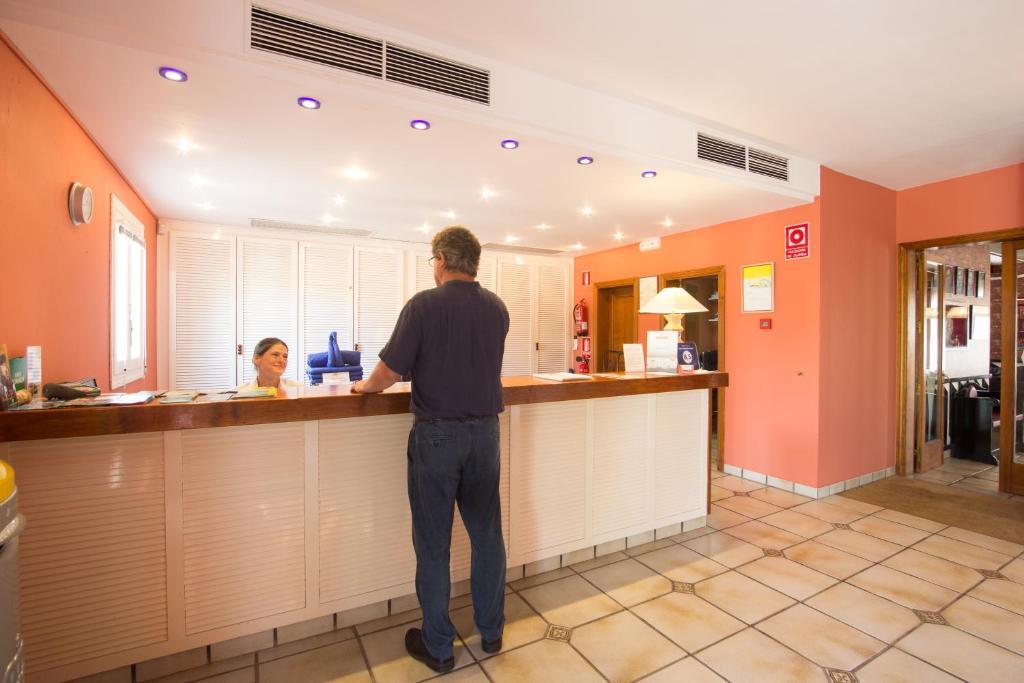 Apartamento club pueblo menorquin espanha son xoriguer - Apartamentos pueblo menorquin ...