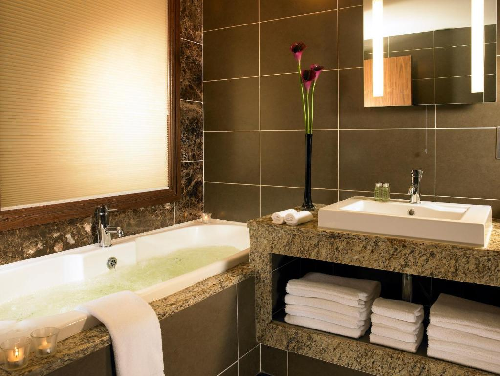 Westport Plaza Hotel Spa Leisure Castlebar Book Your Hotel With Viamichelin