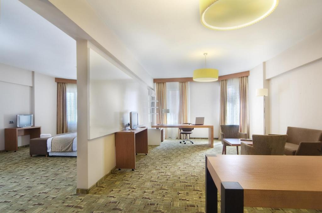 Cerkezkoy Business Hotel  Kapaklı  Informationen Und. Oaks Casino Towers Apartments. Bantry House And Garden Hotel. Bay View Resort. BurJuman Arjaan By Rotana. Chalets At Tudor Rose Hotel. Hotel Lido Palace. Gannet Place Guest House. Quest Rosehill Serviced Apartments