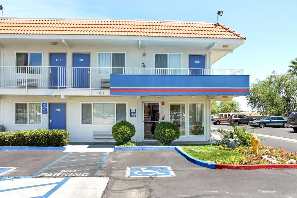 Motel 6 Lancaster Lancaster Book Your Hotel With