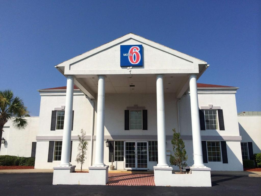 Motel  Brunswick Ga