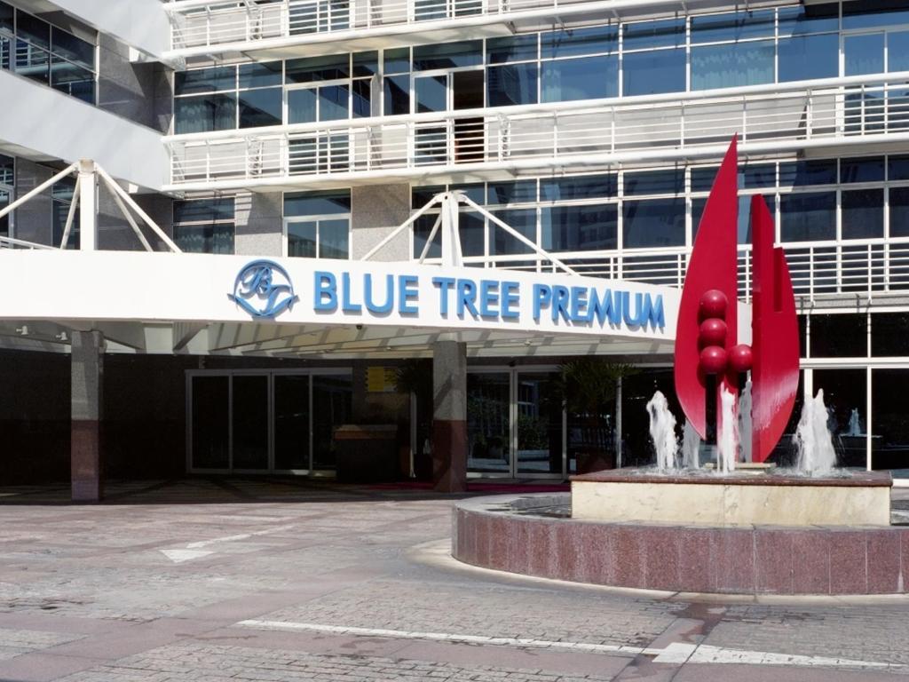 A fachada ou entrada em Blue Tree Premium Verbo Divino - Nações Unidas