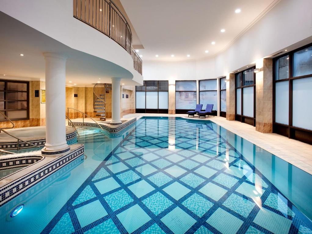 Doubletree by hilton glasgow central glasgow book your hotel with viamichelin for Hotels in cambridge with swimming pool
