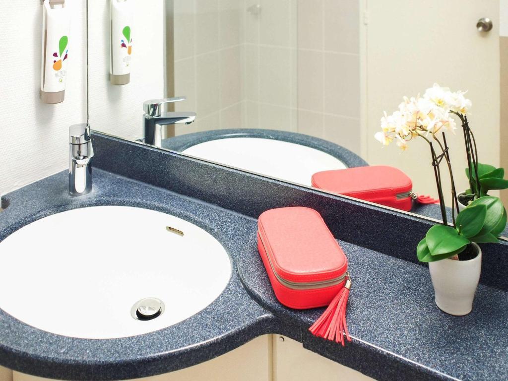 ibis styles angers centre gare r servation gratuite sur viamichelin. Black Bedroom Furniture Sets. Home Design Ideas