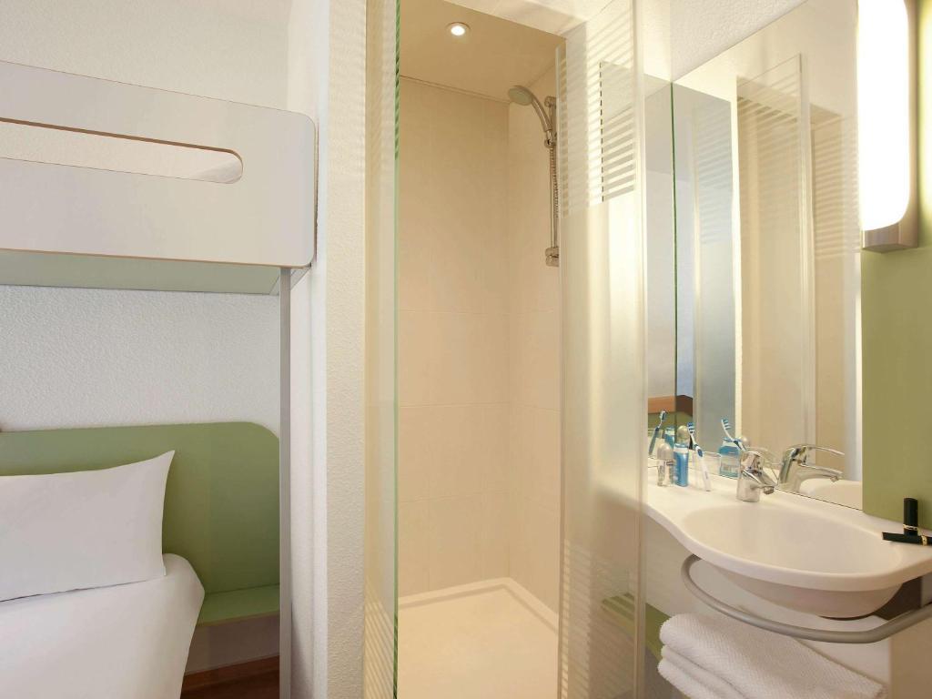 ibis budget biarritz anglet anglet reserva tu hotel con viamichelin. Black Bedroom Furniture Sets. Home Design Ideas