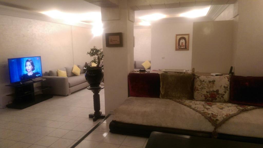 Grand appartement duplex casablanca book your hotel for Appartement duplex