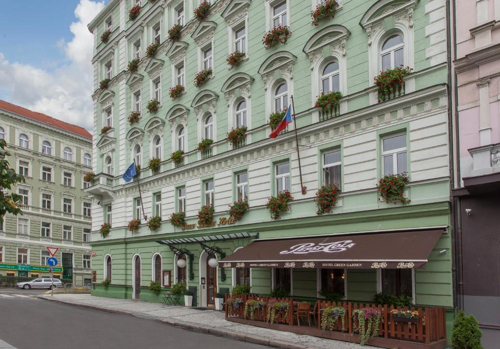 Green garden hotel prague book your hotel with viamichelin for Prague accommodation