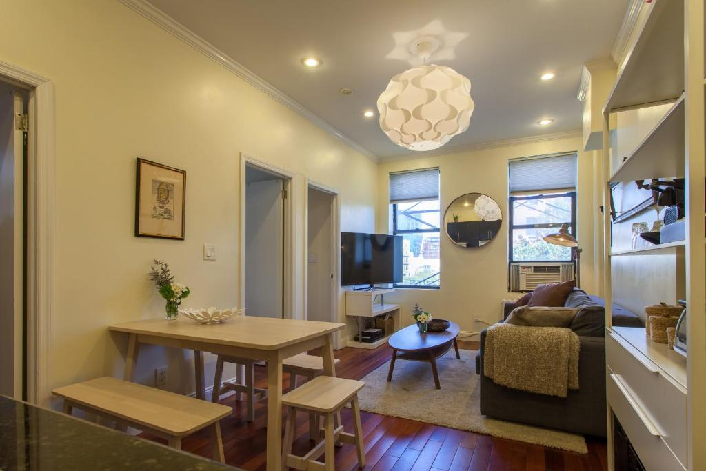 Sunny Three Bedroom Apartment Lower East Side New York City Ny