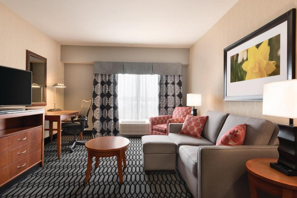Hilton Garden Inn Akron Canton Airport North Canton Book Your Hotel With Viamichelin
