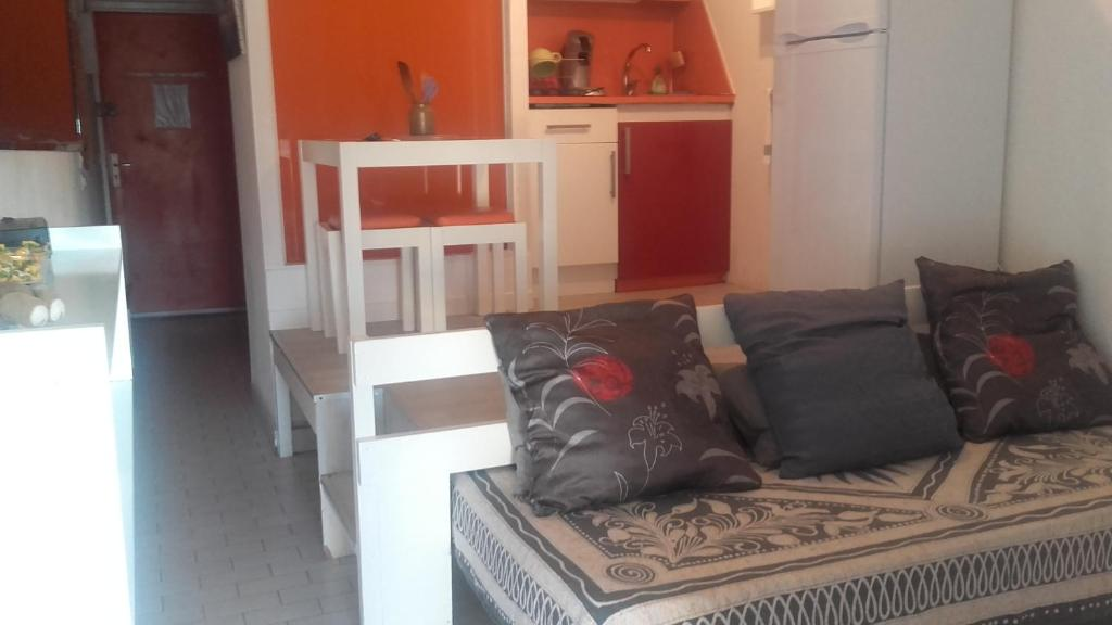 Appartement village naturiste agde locations de vacances for Club piscine joliette