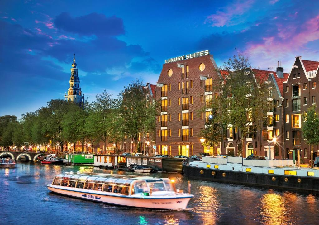 Luxury suites amsterdam amsterdam book your hotel with for Best luxury hotel in amsterdam