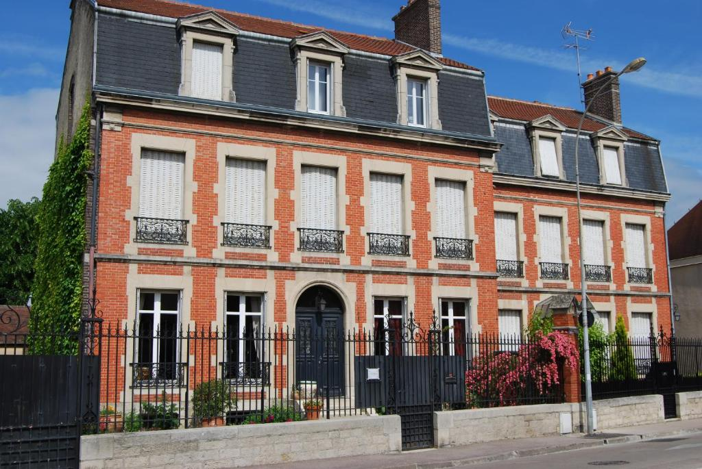 Chambre d 39 h tes l 39 ambroise bed breakfast in troyes in for Chambre hote troyes