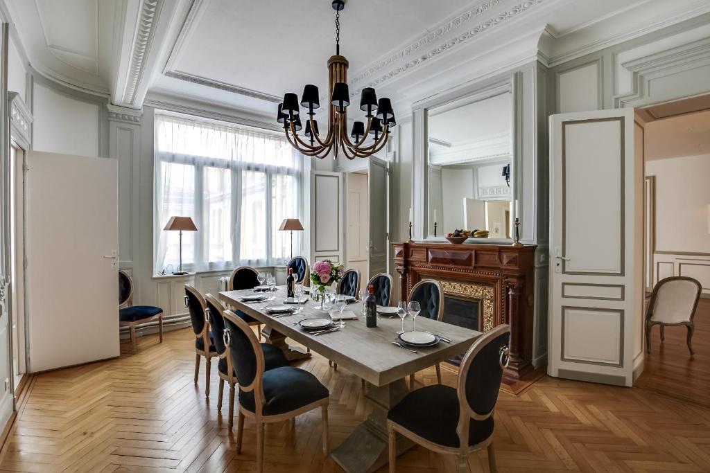 Appartement golden triangle ybh bordeaux france for Appartement bordeaux grand theatre