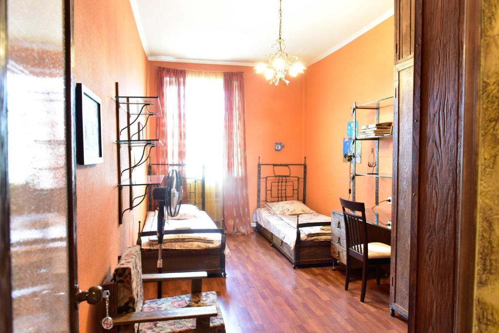 Tbilisi art apartament r servation gratuite sur viamichelin for Canape tbilisi