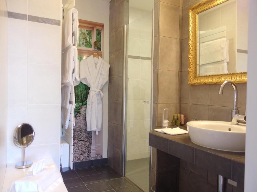 Chambres d 39 h tes les vieux murs chambres d 39 h tes souvigny - Chambres d hotes sausset les pins ...
