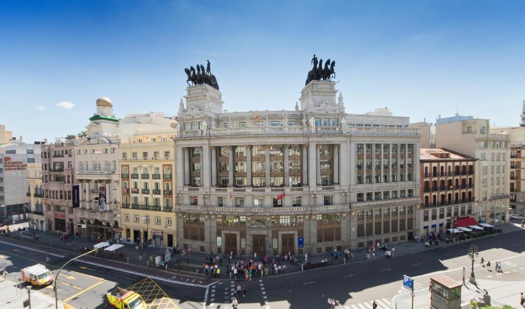Hotel regina madrid reserva tu hotel con viamichelin for Hotel regina madrid opiniones