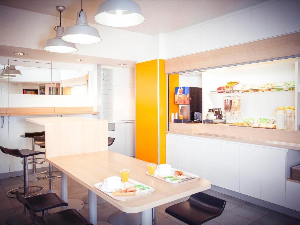 hotelf1 abbeville. Black Bedroom Furniture Sets. Home Design Ideas