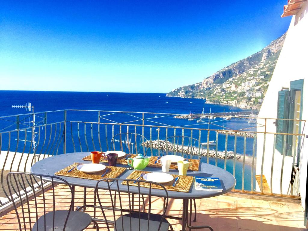 Appartement l 39 attico amalfi itali for Reservation hotel italie gratuit