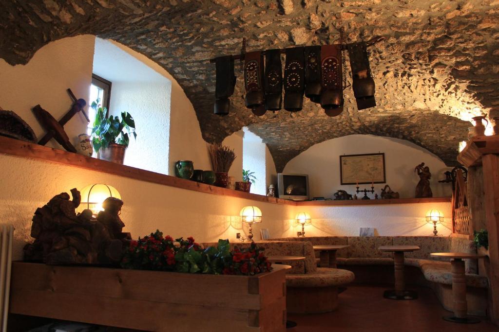 Hotel ottoz meubl courmayeur online booking viamichelin for Meuble courmayeur