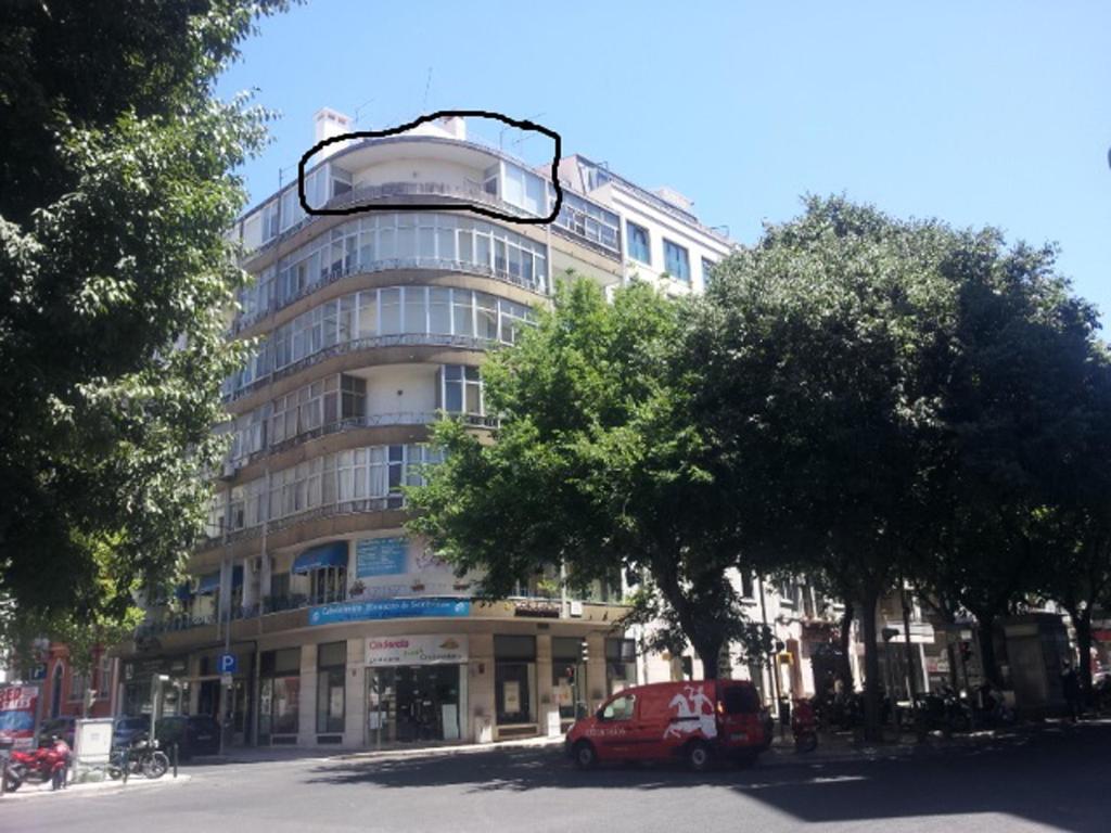 Apartment avenidas novas with balcony lisbon portugal for Balcony booking