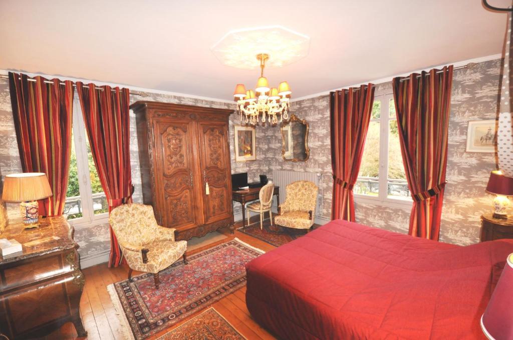 Chambres D 39 H Tes Manoir Des Lions De Tourg Ville