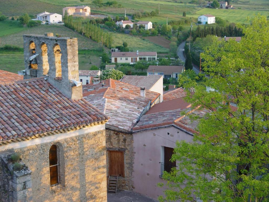 Maison d 39 eglise quillan book your hotel with viamichelin for Hotels quillan