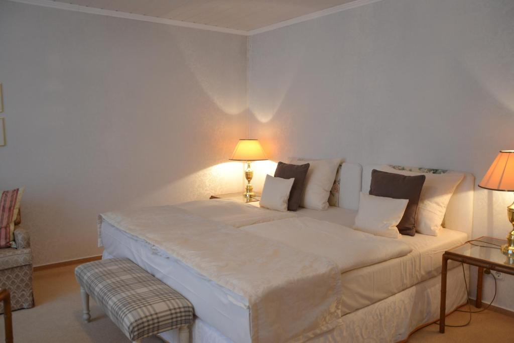 christian gartenhotel stadecken elsheim reserva tu hotel con viamichelin. Black Bedroom Furniture Sets. Home Design Ideas