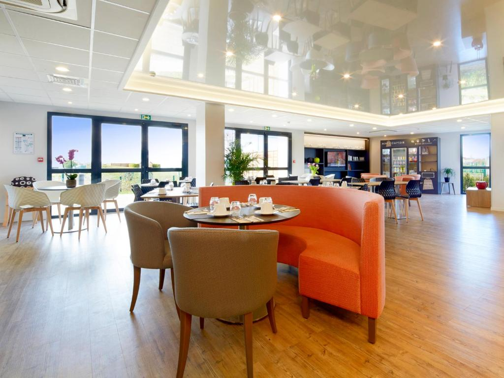 Kyriad prestige residence cabourg dives sur mer locations for Appart hotel kyriad