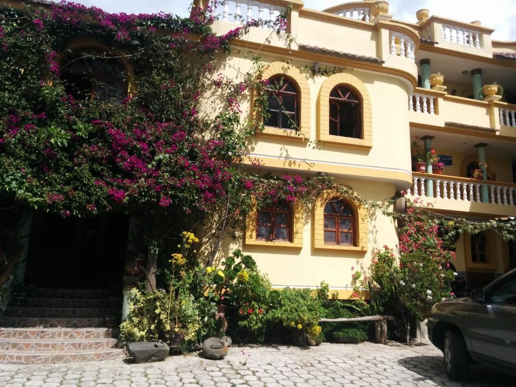 Hostal curi an eugenio espejo reserva tu hotel con for Hostal ciudad jardin