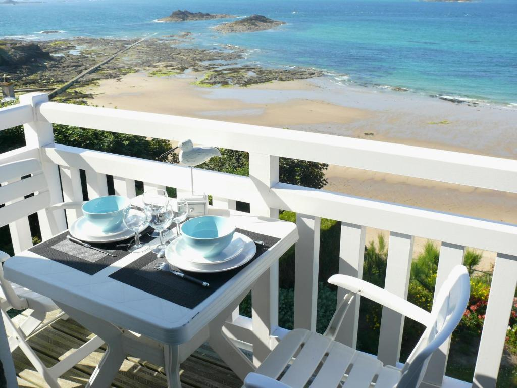 Apartment rock will apartment in dinard en ille et for Appart hotel dinard