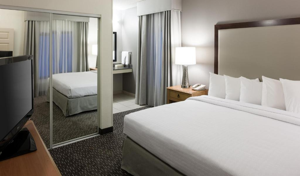 Homewood Suites Miami Airport Blue Lagoon Miami Book Your Hotel With Viamichelin
