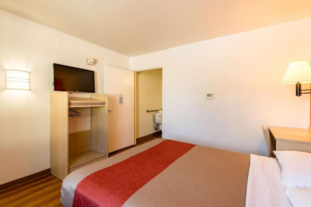 Motel 6 Reno Virginia Plumb Reno Book Your Hotel