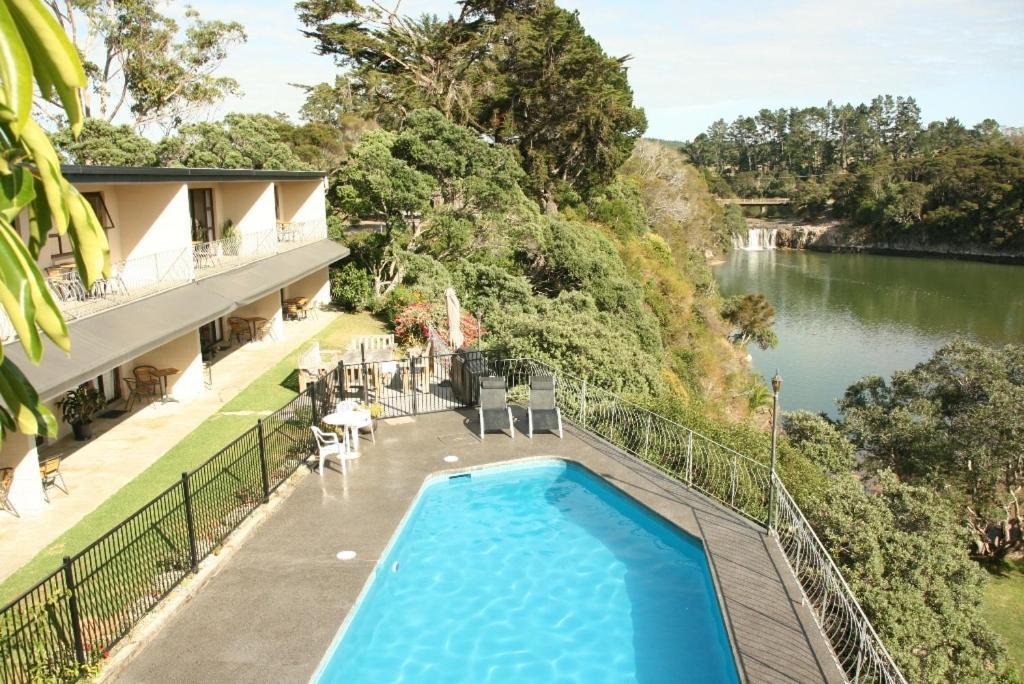 Falls motel waterfront campground reserva tu hotel for Motel con piscina privada