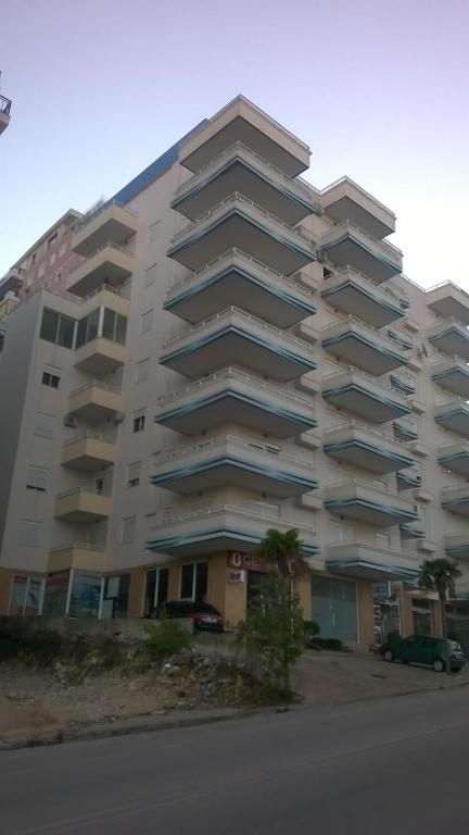 Apartament saranda sarand informationen und buchungen for Appart hotel saran
