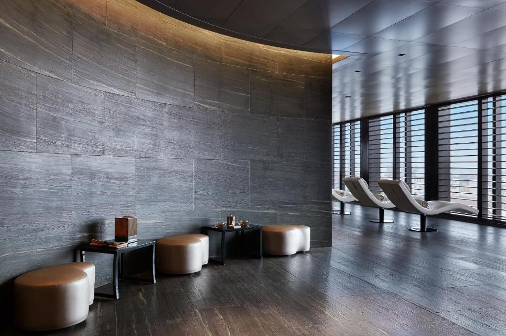 Armani hotel milano milan book your hotel with viamichelin for Hotel armani milano