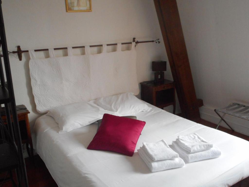 hotel les trois lys azay le rideau book your hotel with viamichelin. Black Bedroom Furniture Sets. Home Design Ideas
