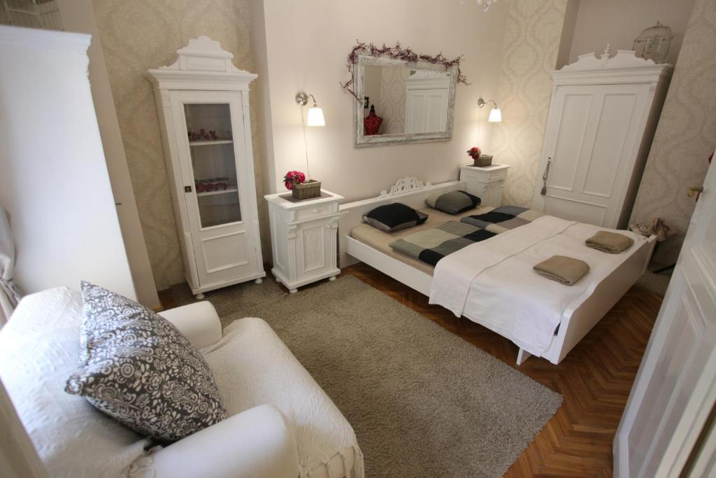 Vintage apartment at basilica ungheria budapest for Vintage apartments