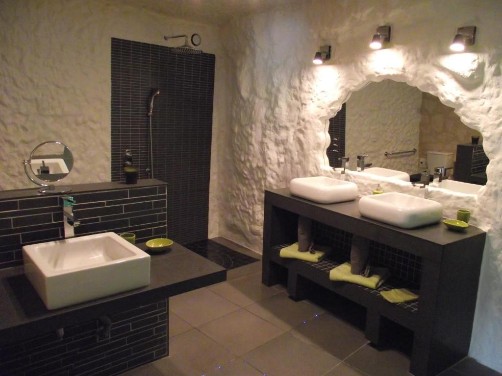 chambres d 39 h tes troglodelice chambres d 39 h tes azay le rideau. Black Bedroom Furniture Sets. Home Design Ideas