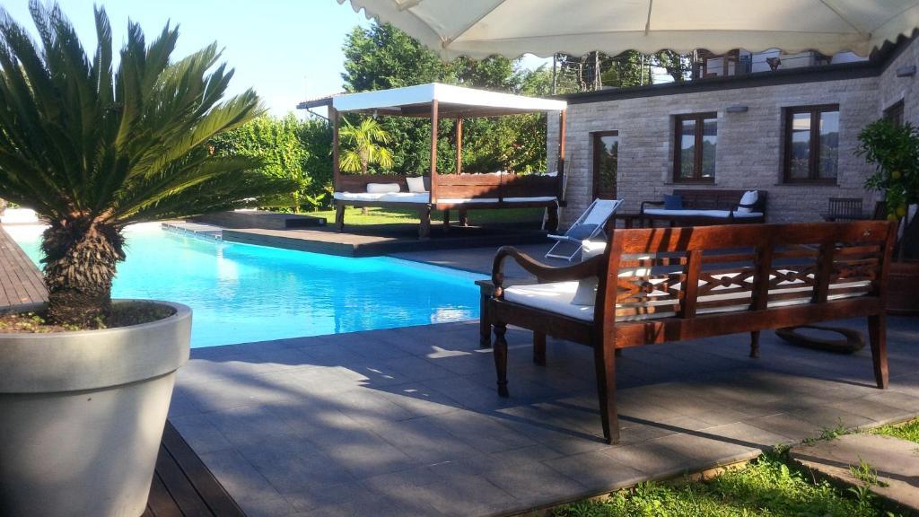 Appartamento con piscina italia colle farnese for Piscina olimpia colle telefono