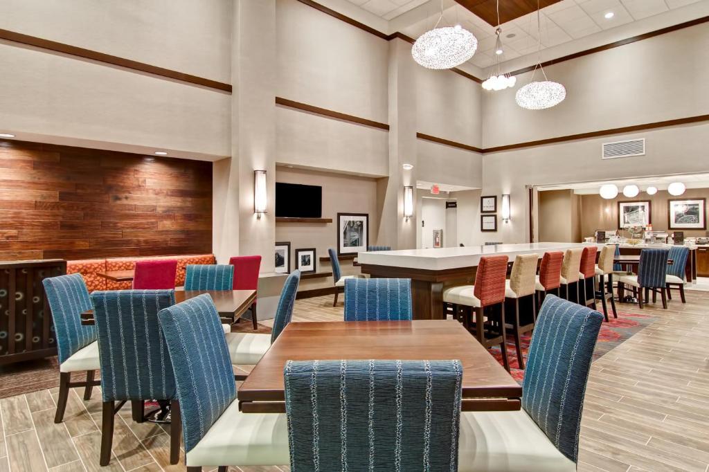 Hampton Inn Suites Detroit Troy Troy Reserva Tu Hotel Con Viamichelin