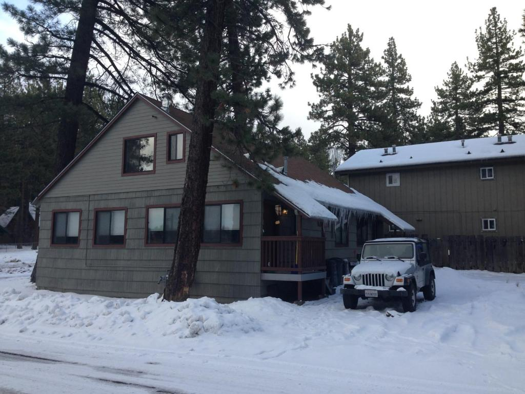 Heavenly ski run cottage south lake tahoe book your for Ski cottage