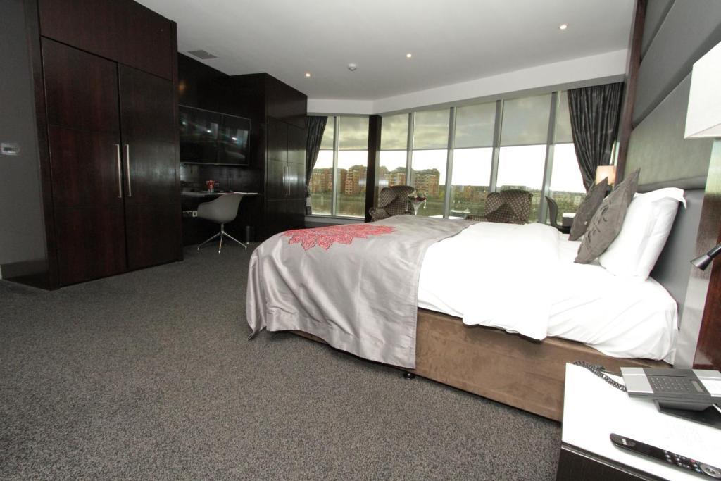 Rafayel Hotel And Spa London