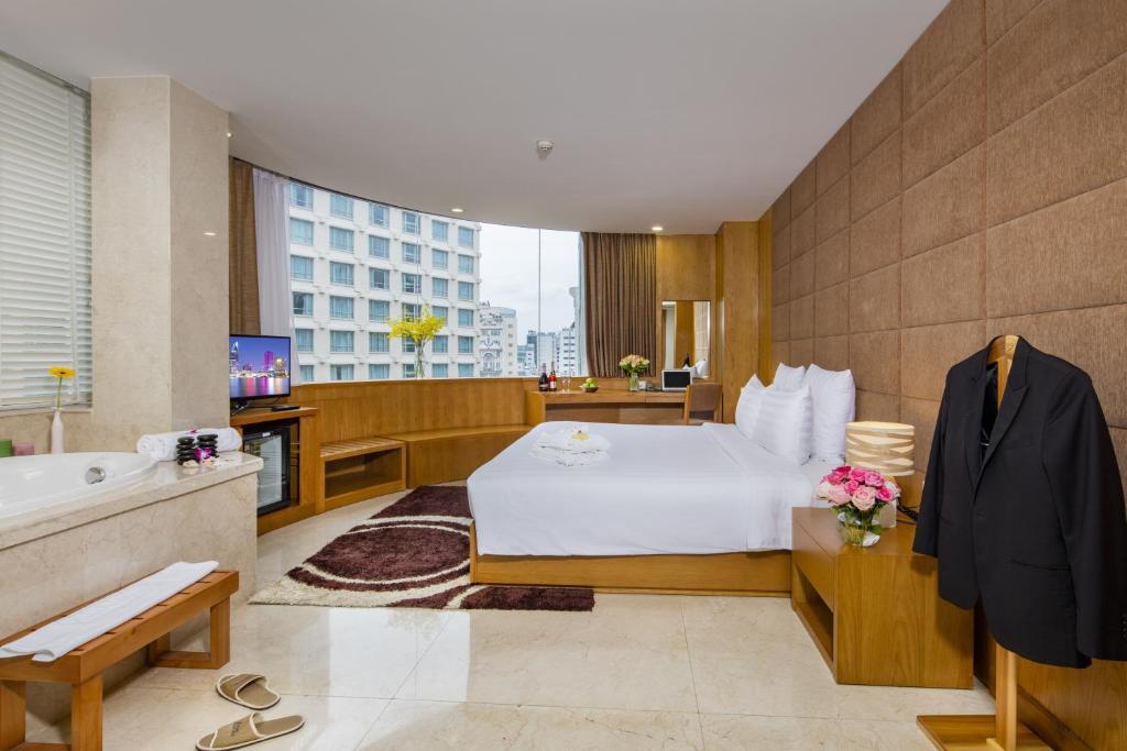 Suite Executive Với Bồn Tắm Spa Và Tầm Nhìn Ra Thành Phố