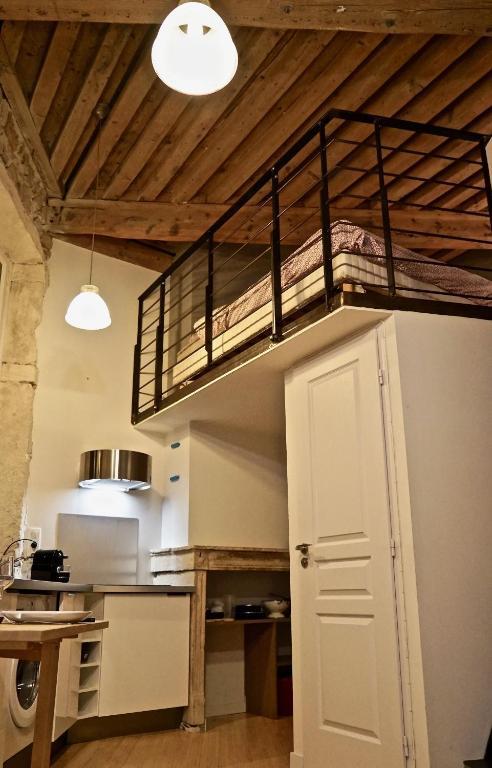 Appartement studio archi place rouville locations de - Ustensiles de cuisine lyon ...
