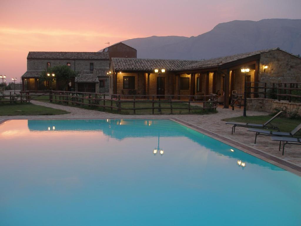 Il baglio di nonna clelia castellana sicula for Hotels 90028