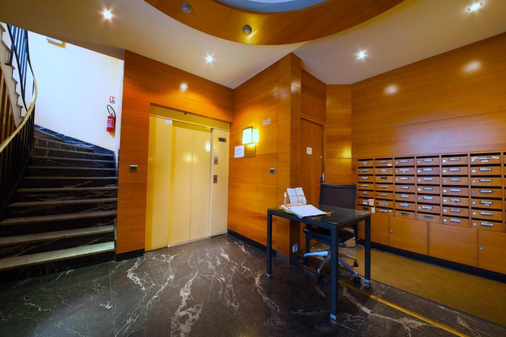 Private studio avenue wagram paris informationen und for Hotels 75017
