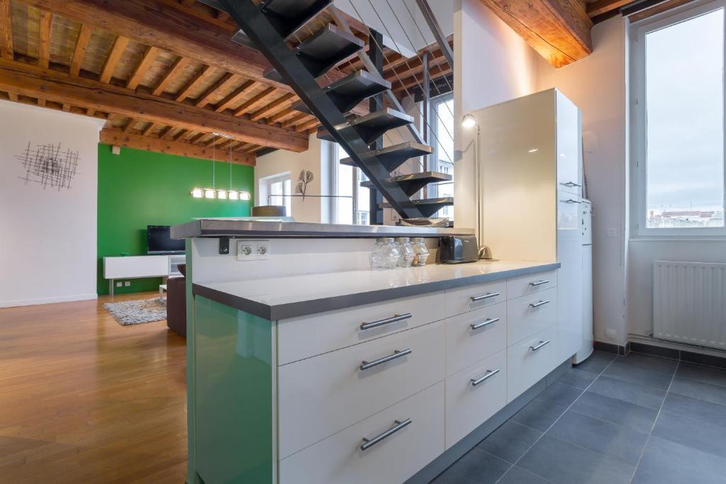 Appartement loft croix rousse locations de vacances lyon - Ustensiles de cuisine lyon ...