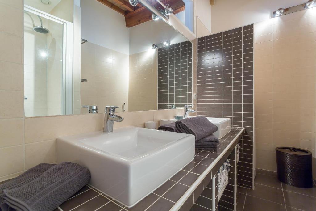 appartement loft croix rousse appartement lyon dans le rh ne 69. Black Bedroom Furniture Sets. Home Design Ideas